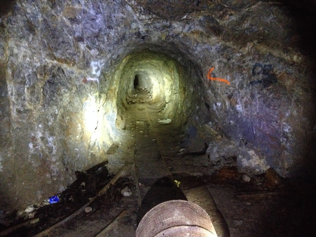 An arrow pointing to the entrance of the mine