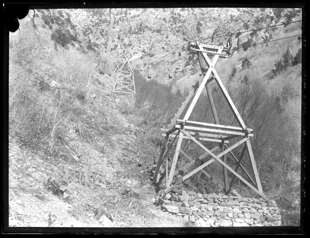 Aerial_tramway_pylons_for_Baker_Mine_Baker_Canyon